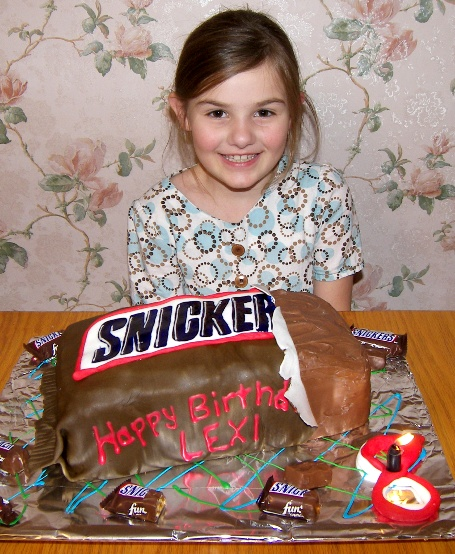 snickers-cake-lexi.jpg