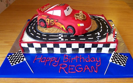 pics of lightning mcqueen cakes. another Lightning McQueen