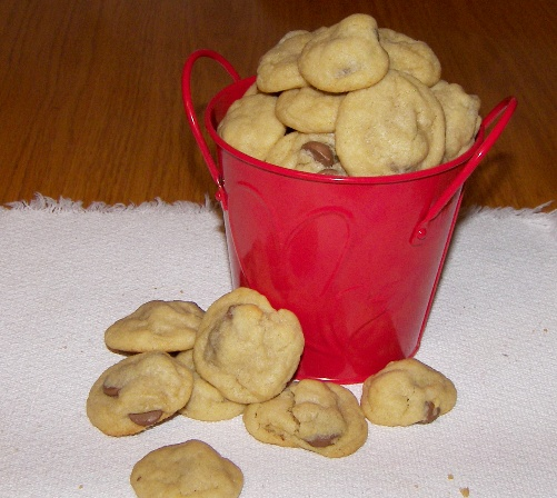 chocolate-chip-cookies-in-bucket.jpg