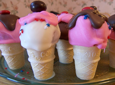 ice-cream-cone-cake-pops.jpg