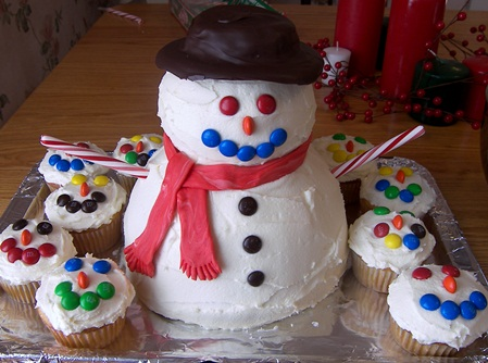 snowman-cake-and-cupcakes.jpg