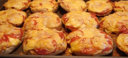 13muffinpizzas.jpg
